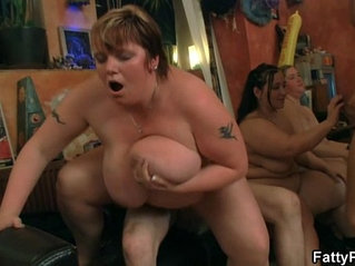 Chunky chick gives head and fucked in this bar