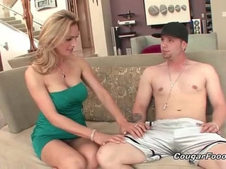 Gorgeous MILF gets licked by nasty pawn dude
